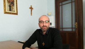 O diretor do 'Colle Don Bosco', padre Luca Barone